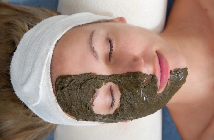 Maschera viso alle alghe riequilibrante
